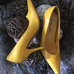 Shoes yellow pumps (new)